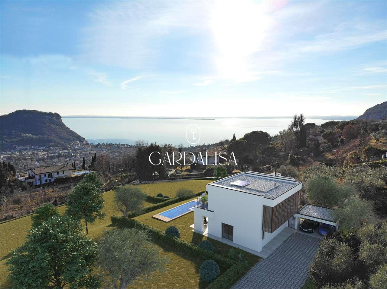 Newly built villa on the Garda hills