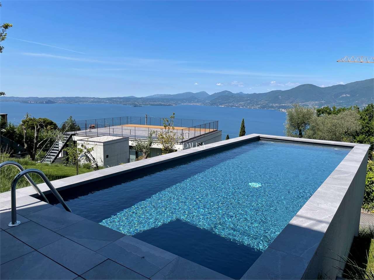 Albisano: nuova villa vista lago senza barriere