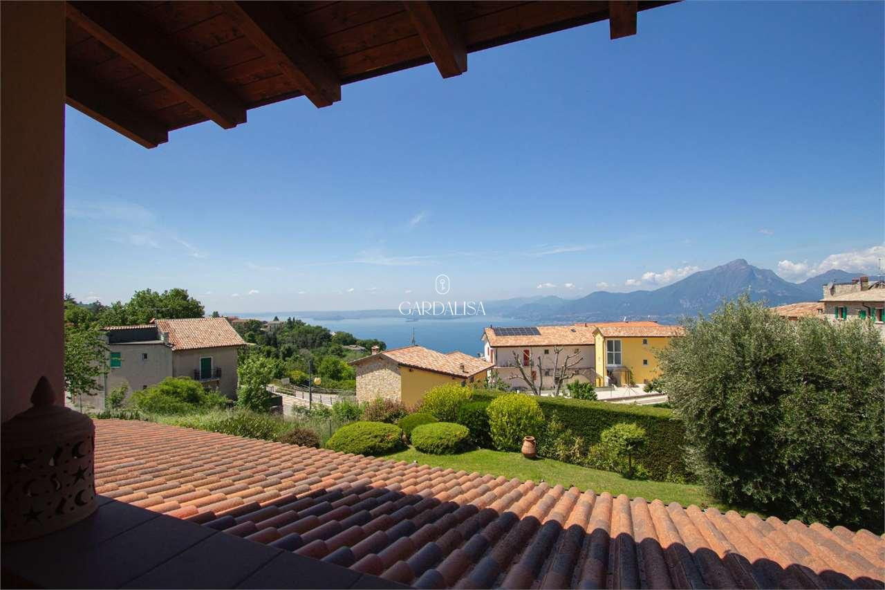 San Zeno: Villa singola con splendida vista lago