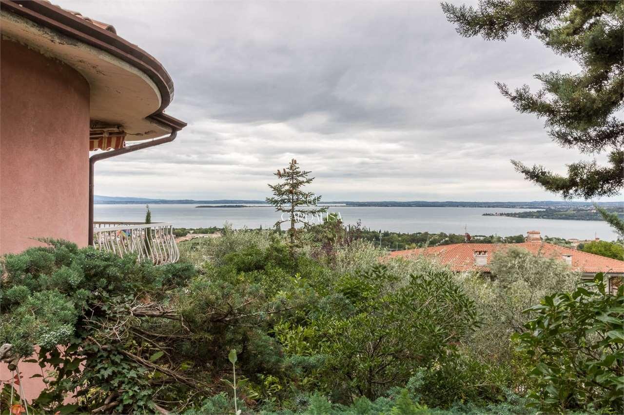 Padenghe: villa con vista lago 180°
